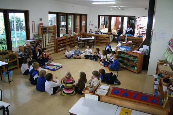 "Escola Montessoriana ""Tip Toe School"""