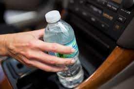 Água abandonada no carro? Não bebam!!!